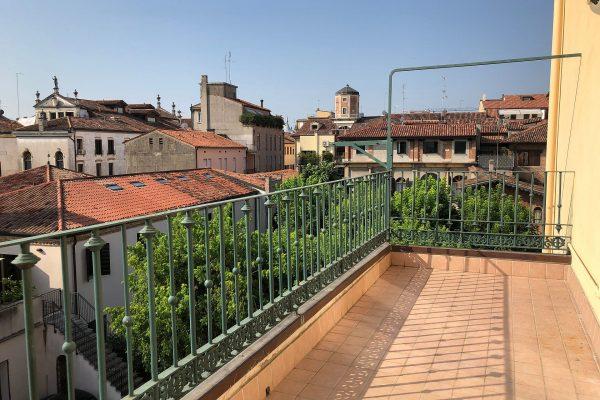Appartamento ultimo piano con terrazza abitabile
