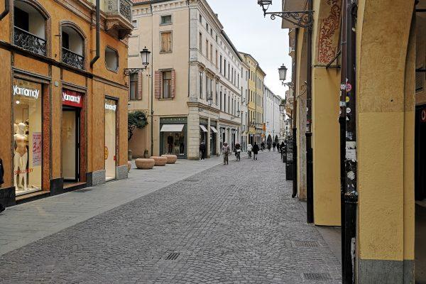 REDDITO 5% NEGOZI VIA ROMA! LA VIA DELLO SHOPPING!
