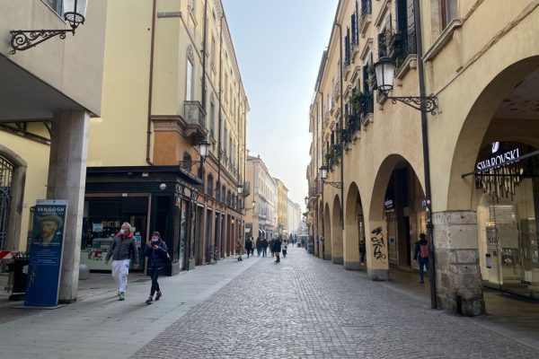PEDONALISSIMA VIA ROMA: RARA OPPORTUNITA'
